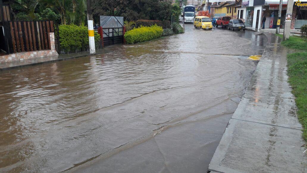 Varias zonas de La Ceja se inundaron esta tarde