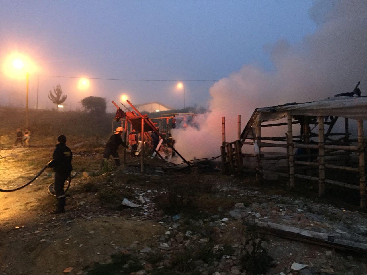 Incendio en cambuche en vía La Ceja – El Retiro