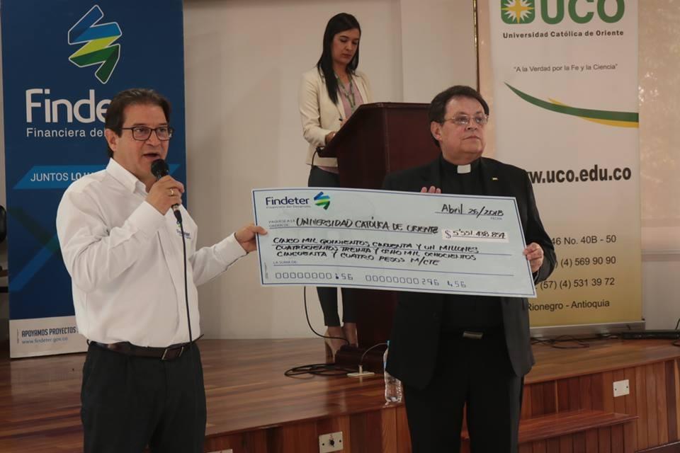 Otorgan crédito por más de 5 mil millones de pesos a la Universidad Católica de Oriente