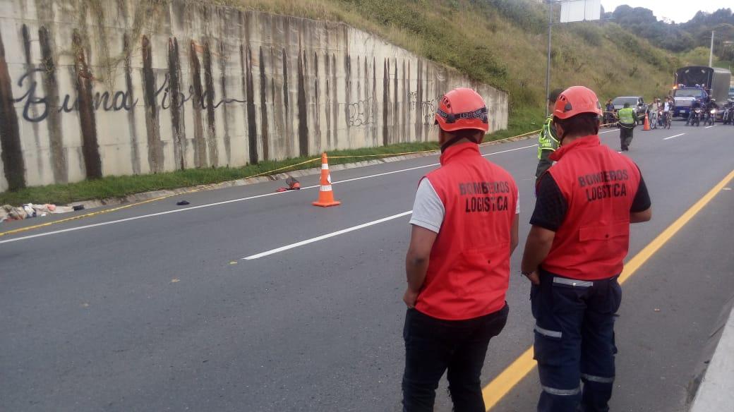 Mientras realizaba mantenimiento en la Autopista fallece en accidente