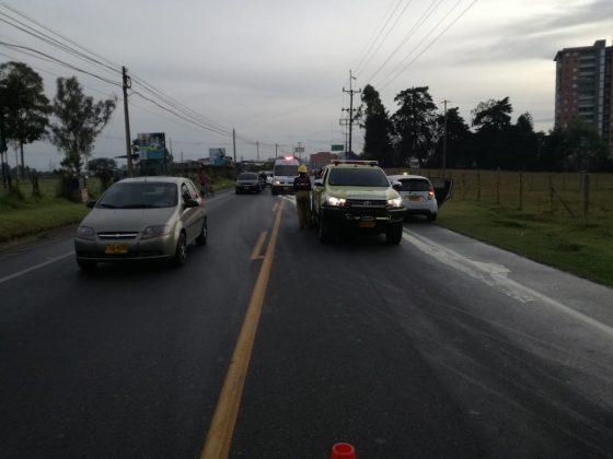 Mancha de aceite en la vía San Antonio en Rionegro dejó varias personas lesionadas