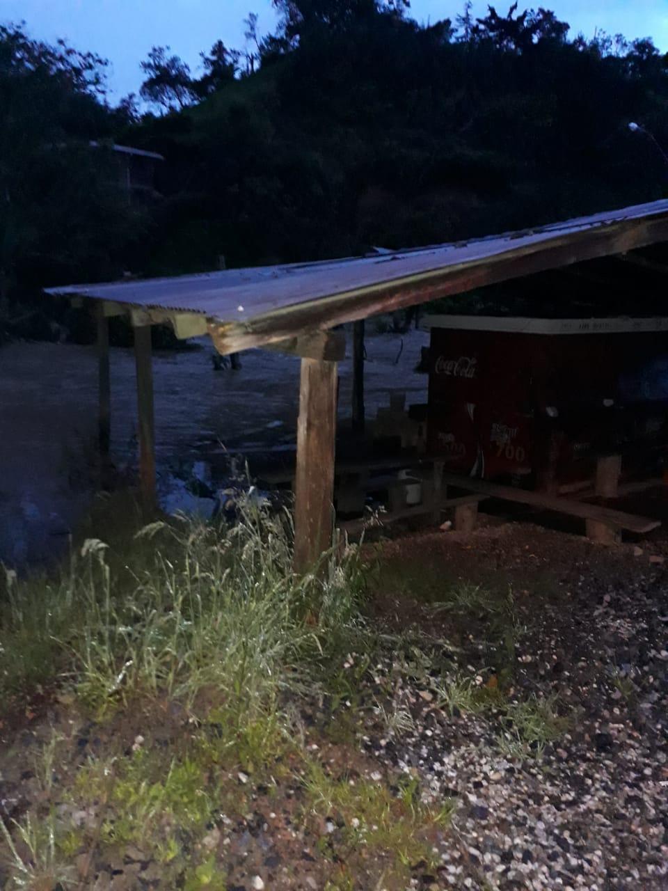 Colapsan tres viviendas en la vereda La Miel de La Ceja