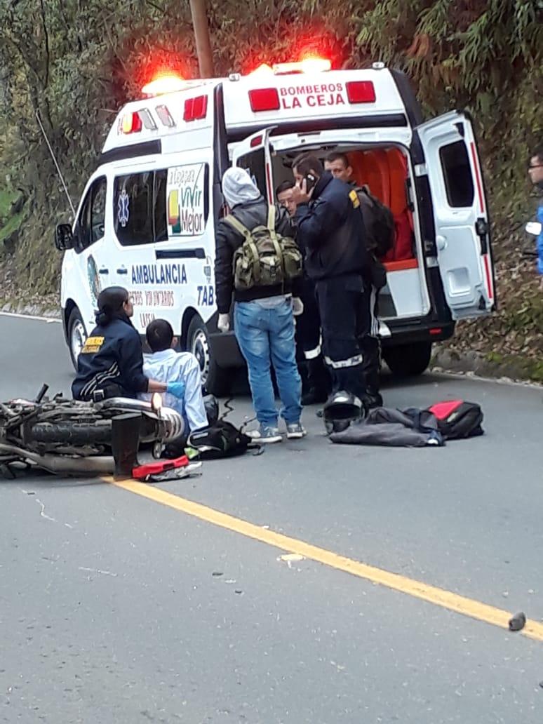 Dos heridos graves en accidente en vía La Ceja – La Unión