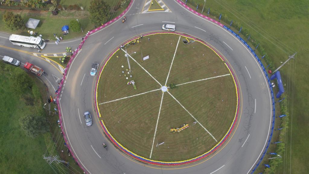 Con flores y chirimía reciben a ciclistas del Tour Colombia 2.1 en La Ceja