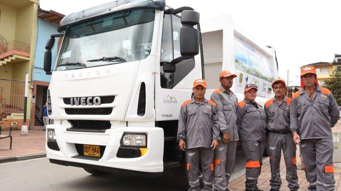Entregan vehículo recolector en Marinilla