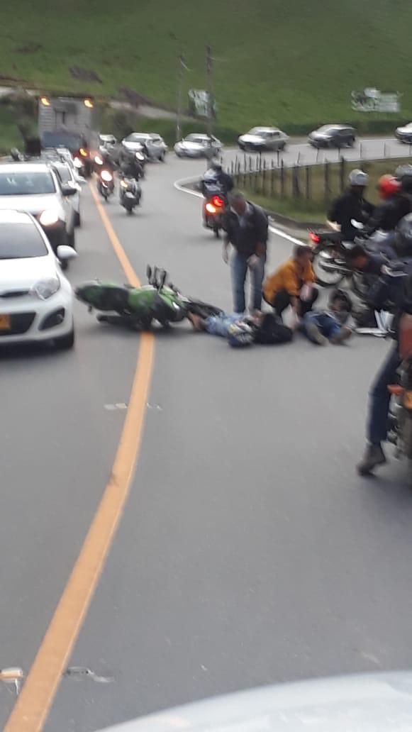 Dos personas lesionadas deja accidente de tránsito en vía La Ceja – El Retiro