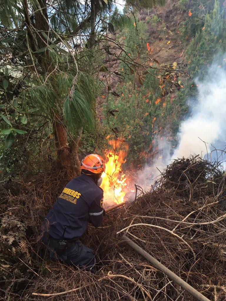 Esta tarde se presentó incendio en el Alto del Nano La Ceja