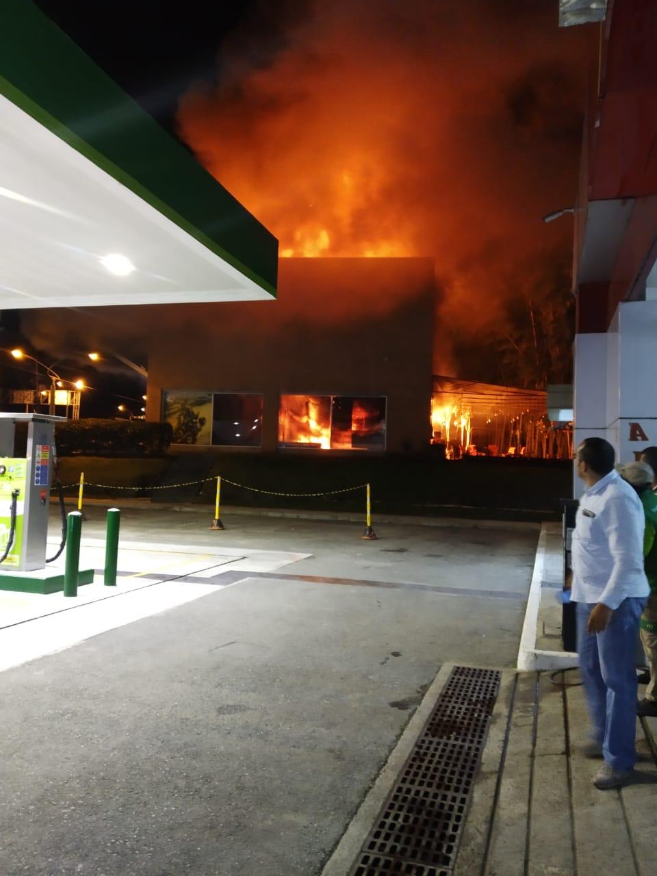 Incendio consume un local en Rionegro