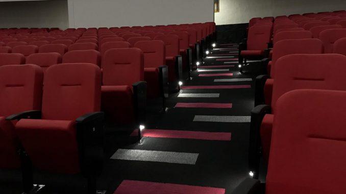 A tan solo meses de remodelado ya presenta daños el teatro de La Ceja