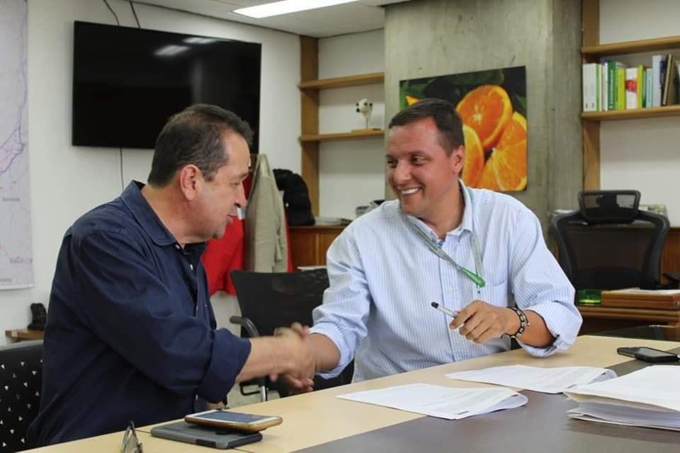 Se firmó convenio para la construcción de plaza de feria del ganado en Sonsón