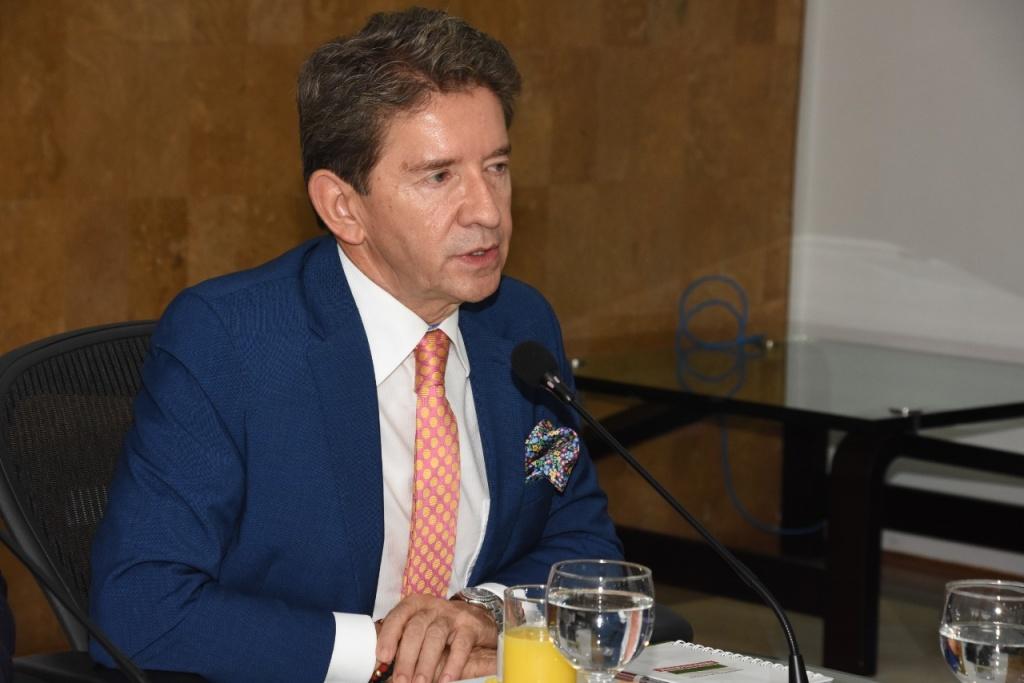 Gobernador busca poner restricción al consumo de drogas aprobado por la Corte