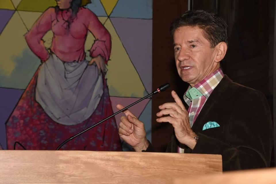 Ordenan diez días de arresto al Gobernador Luis Pérez