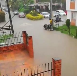 Varios sectores de Rionegro se inundaron por fuertes lluvias