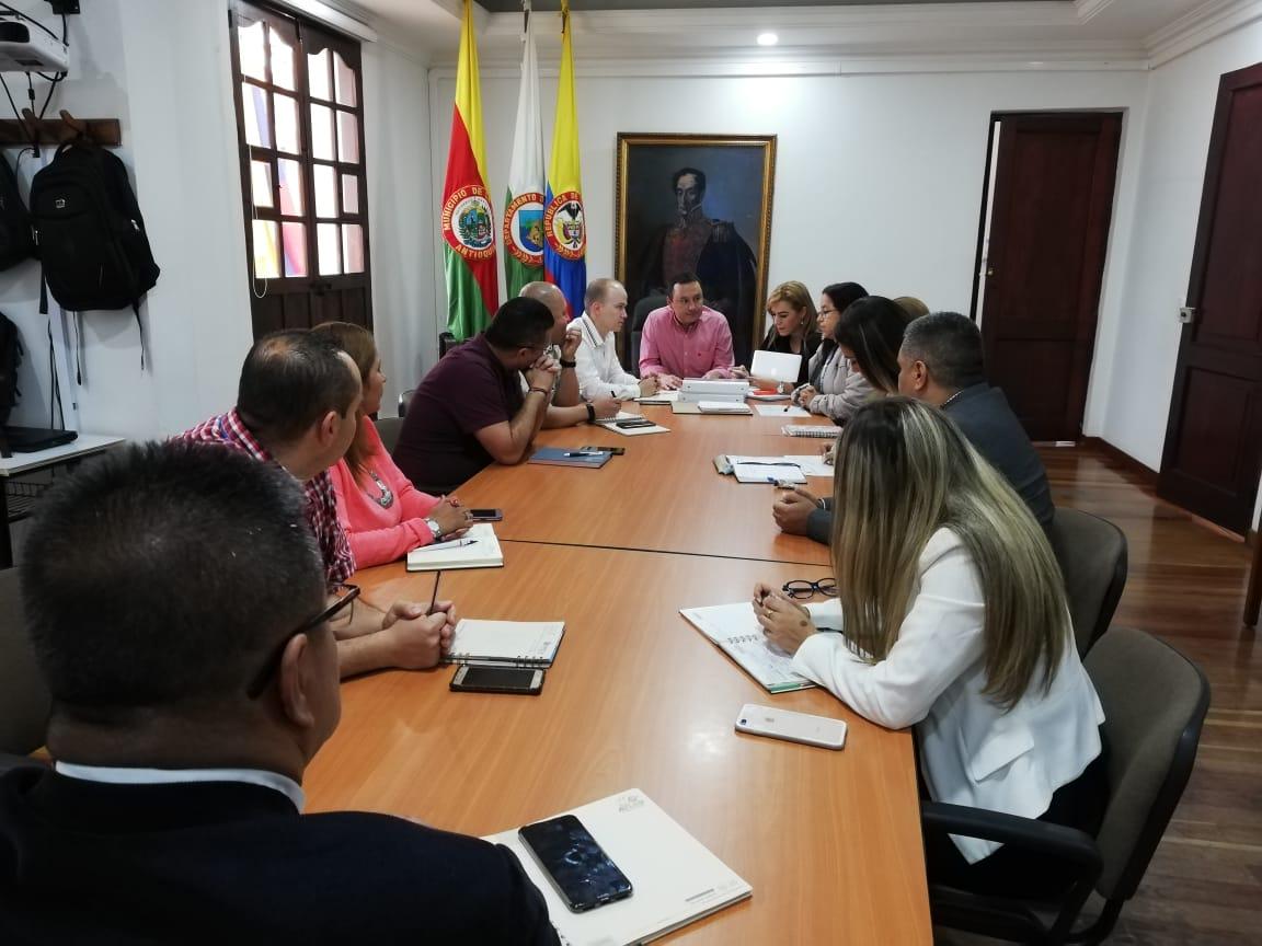 Así está conformada la Comisión de Empalme de Nelson Carmona