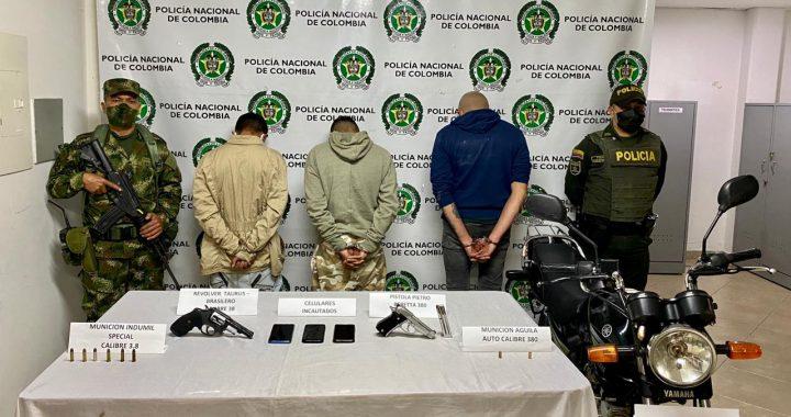 Portando armas y municiones, fueron capturados 3 sujetos en zona rural de La Ceja