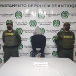 Arrestada mujer mientras pretendía ingresar estupefacientes al calabozo del CAI de la Policía
