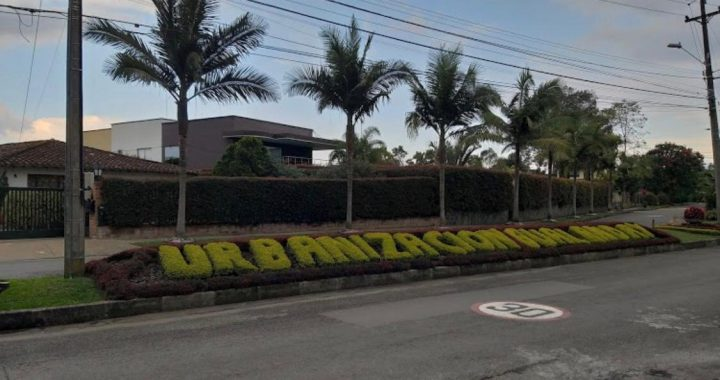 Ladrones disfrazados de policías asaltaron vivienda en el barrio Gualanday de Rionegro