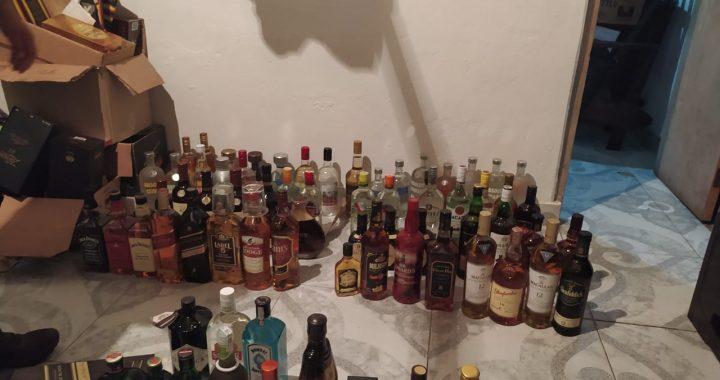 Más de 2.400 botellas de licor adulterado y de contrabando incautadas en un establecimiento de La Ceja