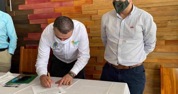 Firmaron en Marinilla convenio para reactivar la economía a través del apoyo a comerciantes y empresarios
