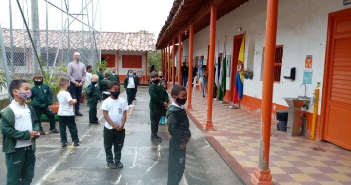 En Marinilla el 90% de los estudiantes continuarán con clases virtuales desde casa