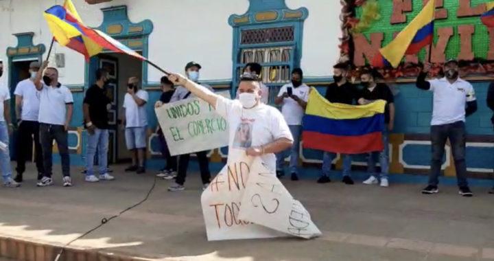 Comerciantes de San Antonio de Pereira protestan por medidas decretadas por el Gobierno Nacional