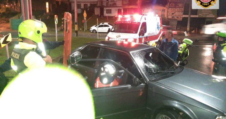 En aparente estado de alicoramiento, conductor de un carro se chocó en la autopista Medellín- Bogotá