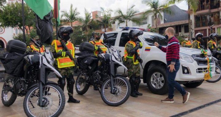 Con 4 nuevas motocicletas y una camioneta, autoridades reforzarán la seguridad de La Ceja