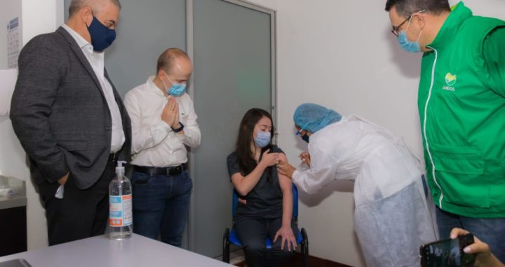 Con el personal de salud de primera línea, comenzó el plan de vacunación contra el Coronavirus en La Ceja y Rionegro