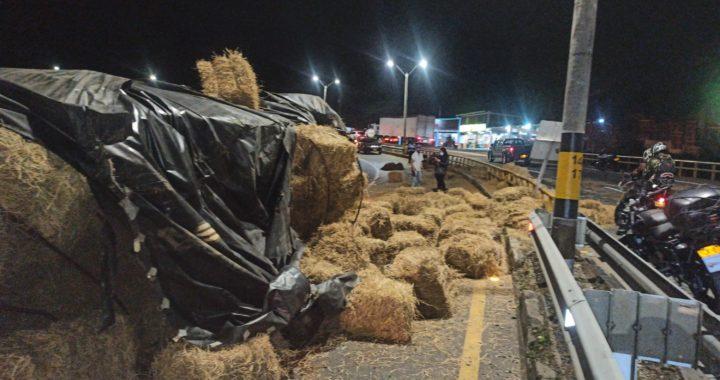 Caos en la Autopista Medellín- Bogotá por dos accidentes simultáneos