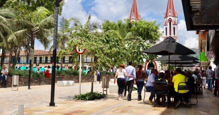 Comunidad de La Ceja denuncia consumo de alcohol y drogas en pleno parque principal