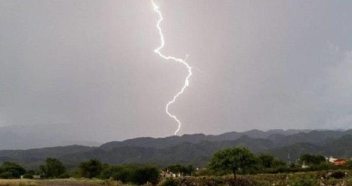 Al menos 7 personas fueron impactadas por un rayo en zona rural de Argelia.