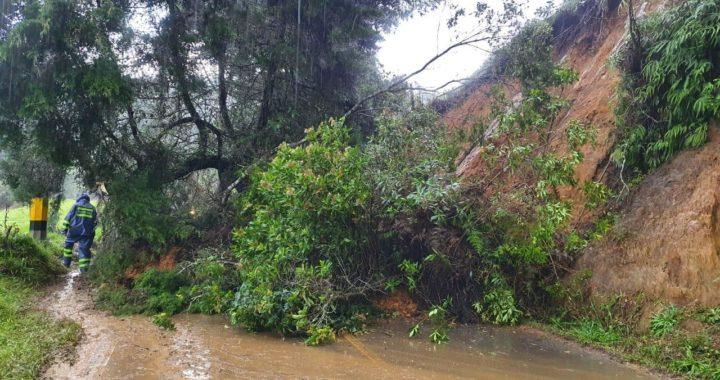 Nuevo derrumbe obstaculiza el paso en la vía La Ceja- El Retiro por el sector Pantanillo