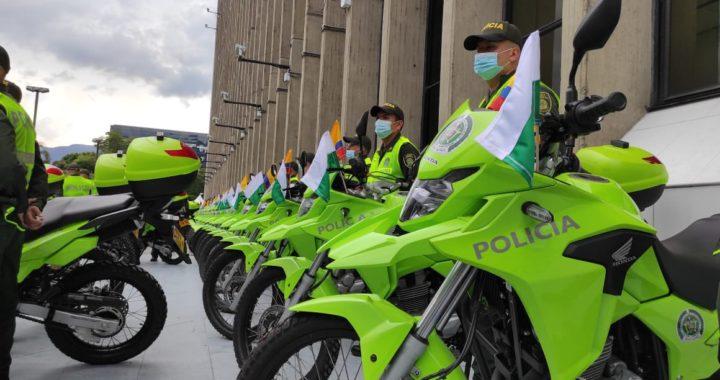 Nuevas motos para la Policía y «Parques Sacúdete», entre ellos el de La Ceja.