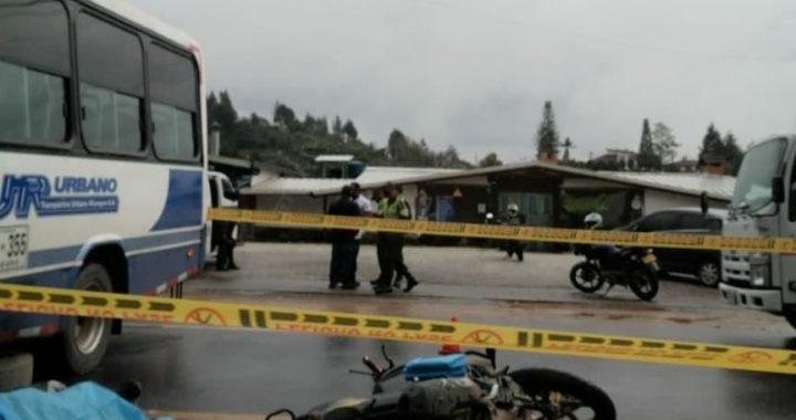 Hombre de 30 años falleció al ser atropellado por un microbús en la vía al aeropuerto