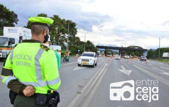 5.000 policías vigilan las vías de Antioquia durante el Toque de Queda.