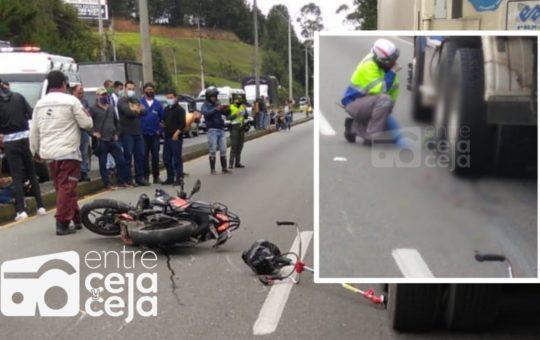 Motociclista murió tras caer entre las llantas de una tractomula.