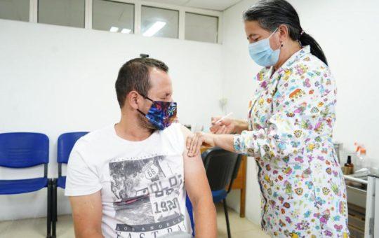 Comenzó vacunación de docentes contra el Covid en El Carmen.