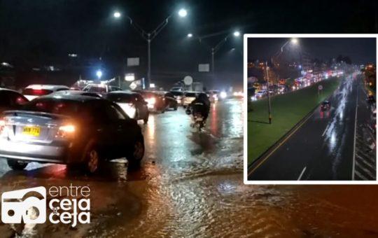 Marinilla: Caos en la autopista Medellín- Bogotá por inundación total de la vía.
