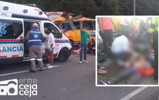 3 muertos y al menos 20 heridos dejó grave accidente en la autopista.