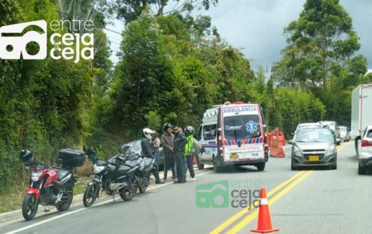Una persona falleció tras el volcamiento de un vehículo en la vía hacia El Retiro.