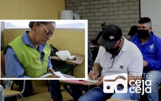 Nunca es tarde para aprender: Trabajadores de EEPP de La Ceja terminarán el bachillerato