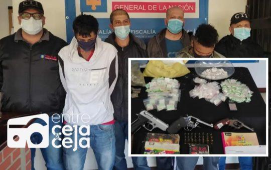 A cinco capturados, miembros de Los Pamplona, les quitaron las armas, droga y un vehículo.