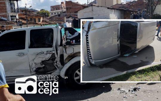 El Carmen: aparatoso accidente entre dos camionetas se presentó en la vía circunvalar.