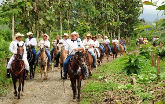 ¡Se viene la cabalgata! Monte en caballo y apoye el Asilo de Cocorná.
