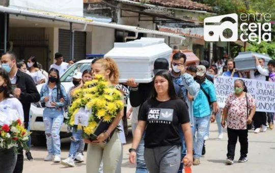 Entre lagrimas y recuerdos fueron despedidos jóvenes raperos masacrados en San Rafael.