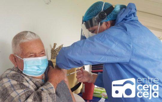 Con un cumplimiento del PNV del 64.23%, La Ceja se acerca a la inmunidad de rebaño.