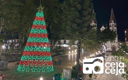 En La Ceja invertirán $800 millones para el alumbrado navideño.